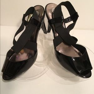 Audrey Brooke 4in Patent leather heel. Size: 9 1/2